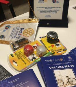 Progetto Una Luce per te - il kit montato ed il libretto di educazione stradale